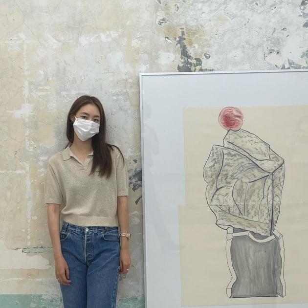 '새댁' 이연희, '힙지로'에서 고상한 취미…그림 보는 안목 있네 [TEN★]