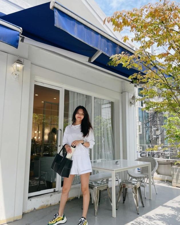 '정경호♥' 최수영, 15만원대 트레이닝 셋업 입고 9등신 몸매 [TEN★]