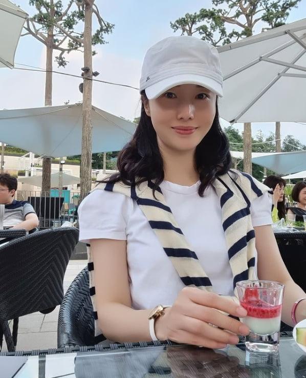'42세' 이정현, 세살 연하 의사가 반한 꿀피부[TEN★]