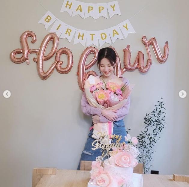 서현, 생일에 청초함 가득한 핑크빛 매력[TEN★]