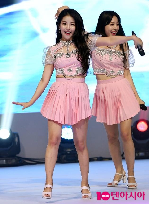 [TEN 포토] 브레이브걸스 유정 '춤추는 꼬복이'