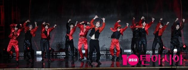[TEN 포토] 오메가엑스 '강렬한 무대'