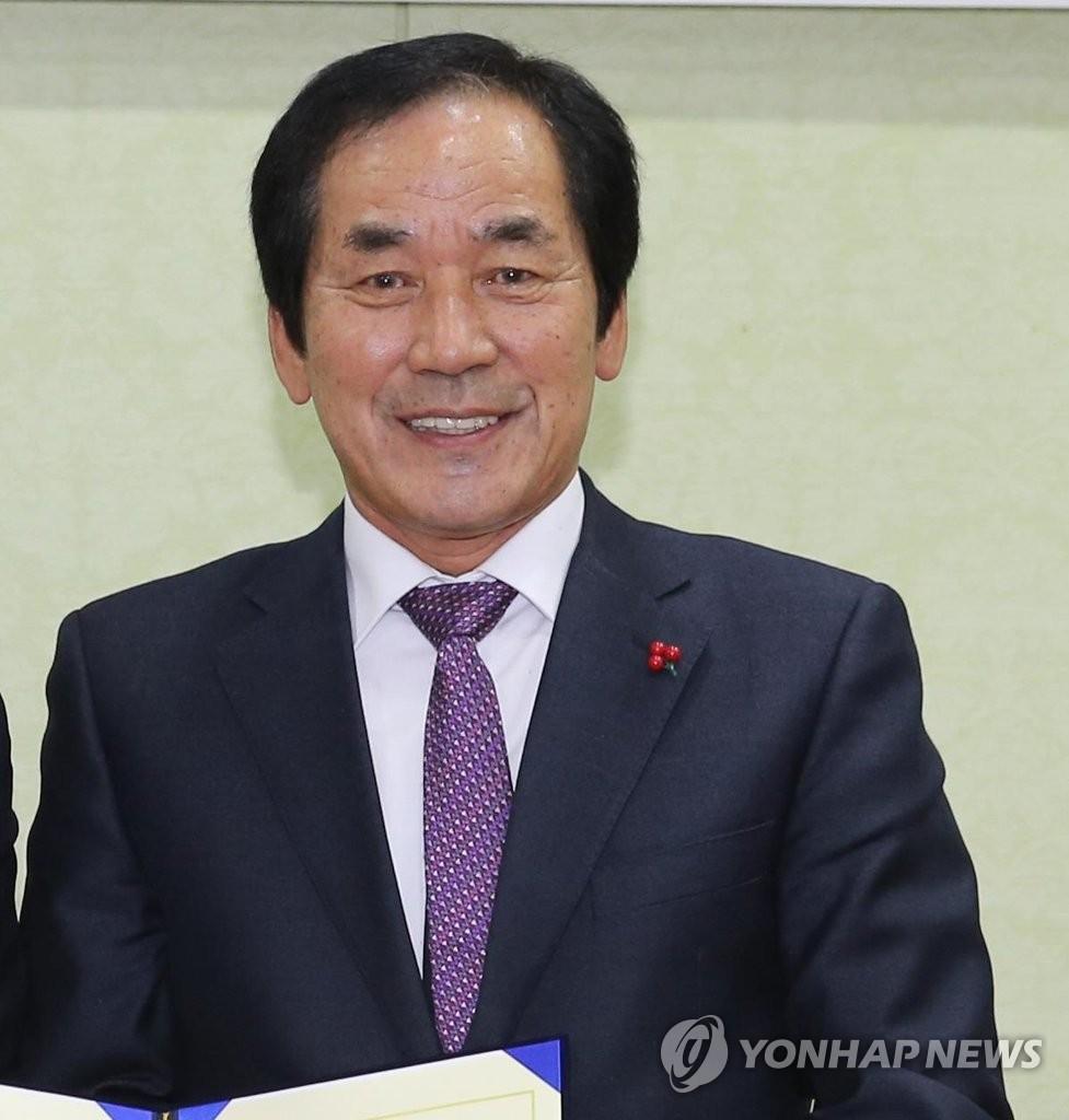 '뇌물수수·직권남용 혐의' 하창환 전 합천군수 구속