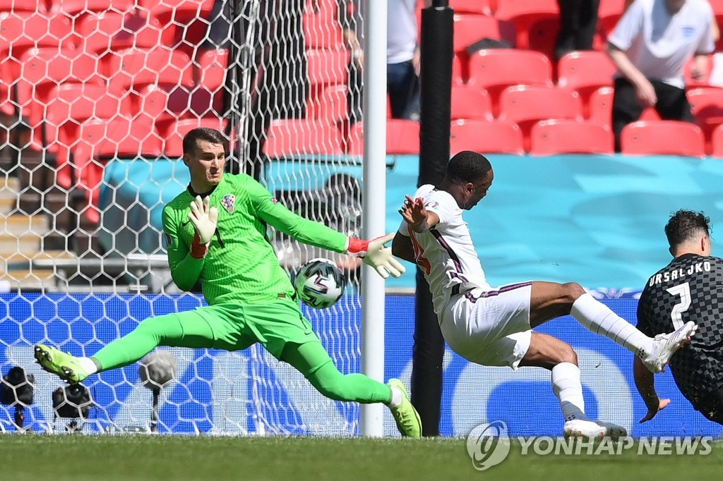 잉글랜드, 유로 첫판서 크로아티아 1-0 제압…스털링 결승골