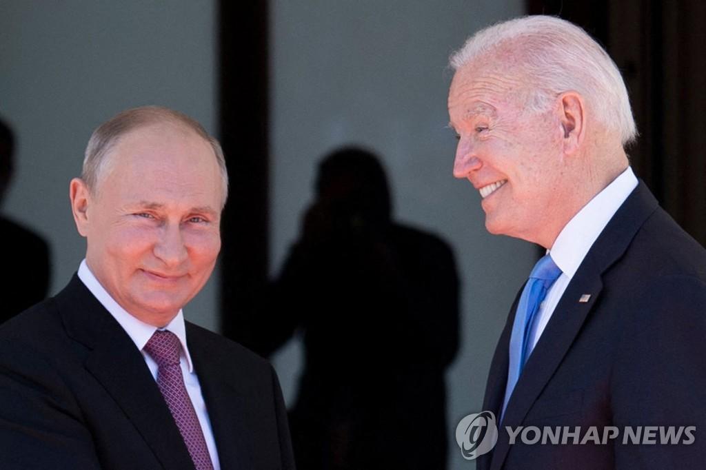 5번째 미 대통령 만난 푸틴…한대 칠 뻔한 부시·노려본 오바마