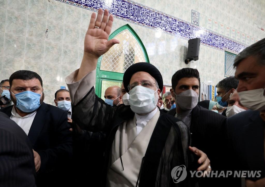 이란의 강경보수 새 대통령 라이시는 누구?