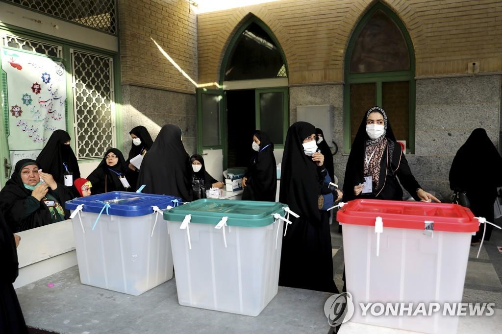 이란 대선, 강경보수 후보 압승 전망속 시작…최고지도자도 한표