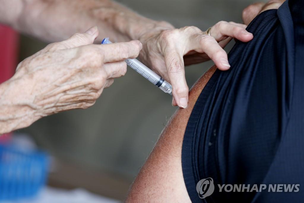 """델타변이 확산에 미 확진자 일부 증가…""""백신 맞아라"""""""