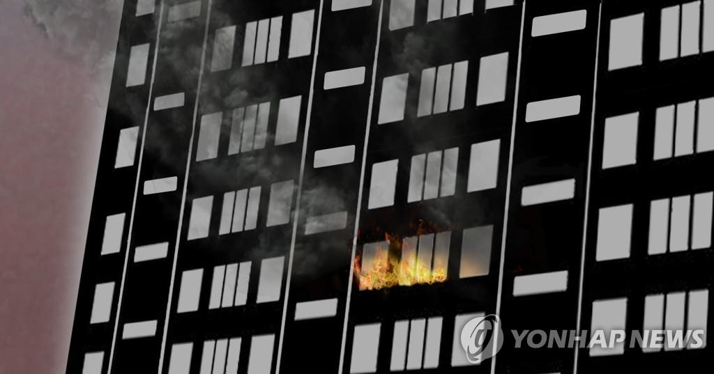 목포 아파트 6층서 불…입주민 20여명 대피(종합)