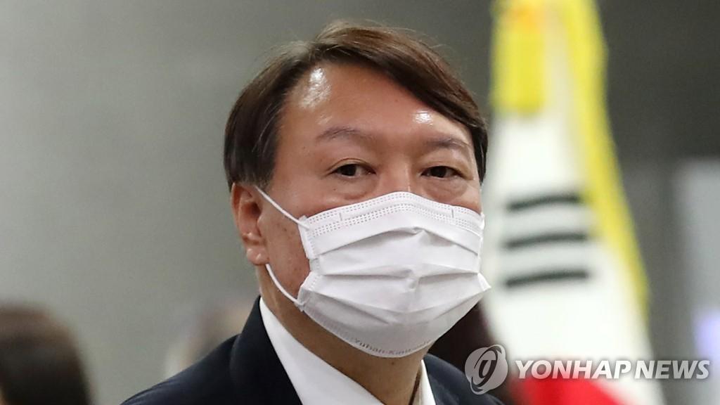 """與 """"권력 탐하는 권력기관장 두명…불행한 역사"""" 맹공"""