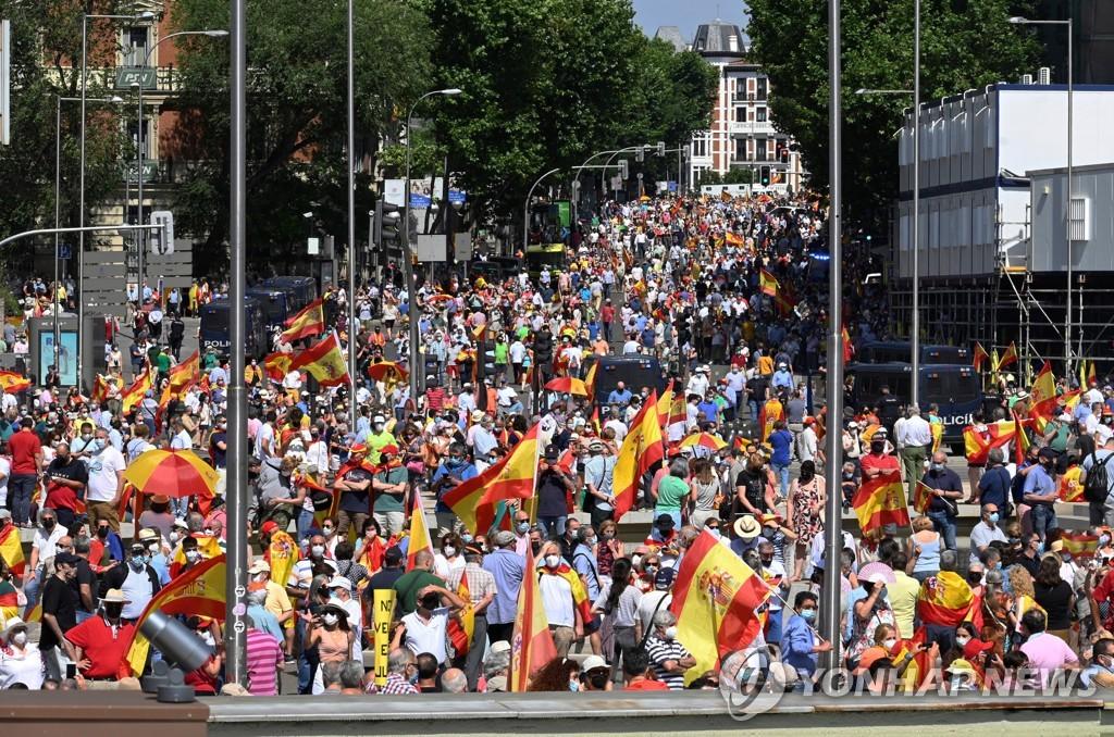 """""""카탈루냐 분리주의자 사면 안 돼""""…스페인서 수천명 반대 시위"""