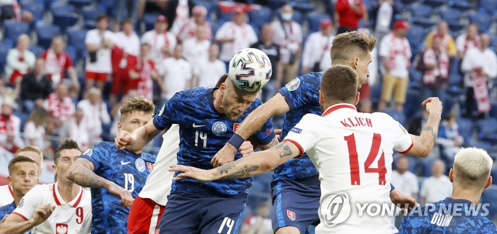 슬로바키아, 10명 싸운 폴란드 2-1 제압…레반도프스키 침묵