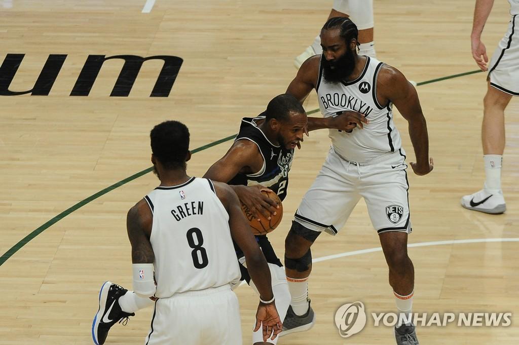 '미들턴 38점' NBA 밀워키, 브루클린에 완승…PO 7차전으로
