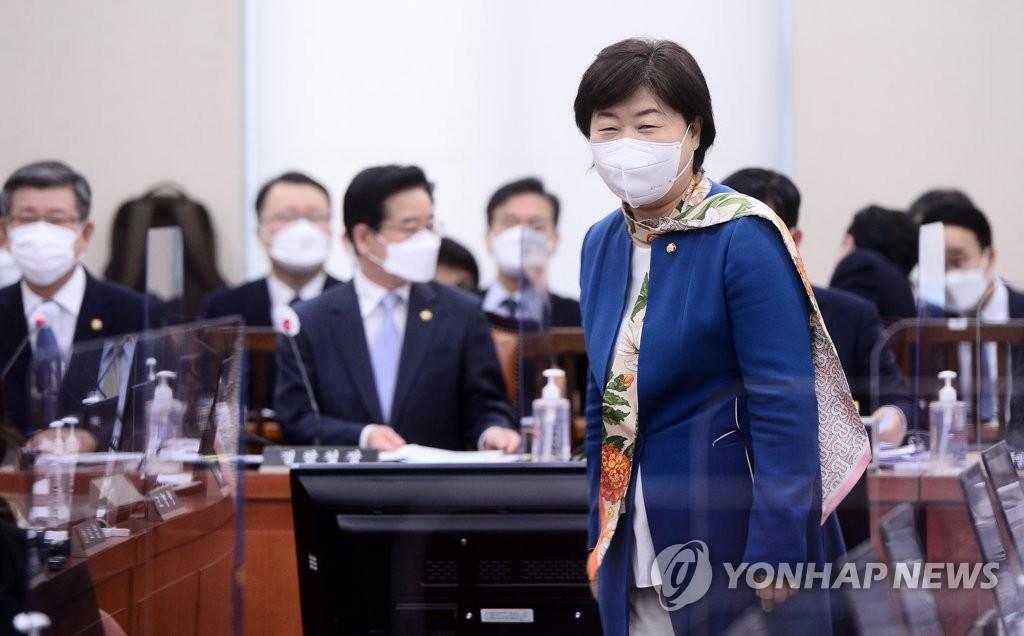 """""""국민 72.5%, 대체공휴일 확대해야…자영업 '글쎄'"""""""