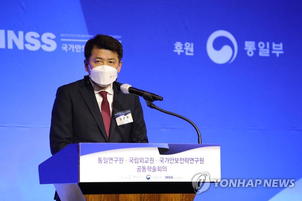 """국립외교원장 """"일, 한일회담 취소 결례…G7서 한국 부각에 심술"""""""