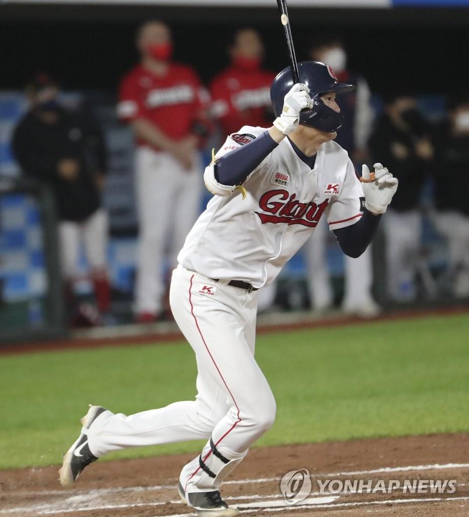 나승엽 데뷔 홈런으로 역전승 물꼬…롯데 8위 점프(종합)