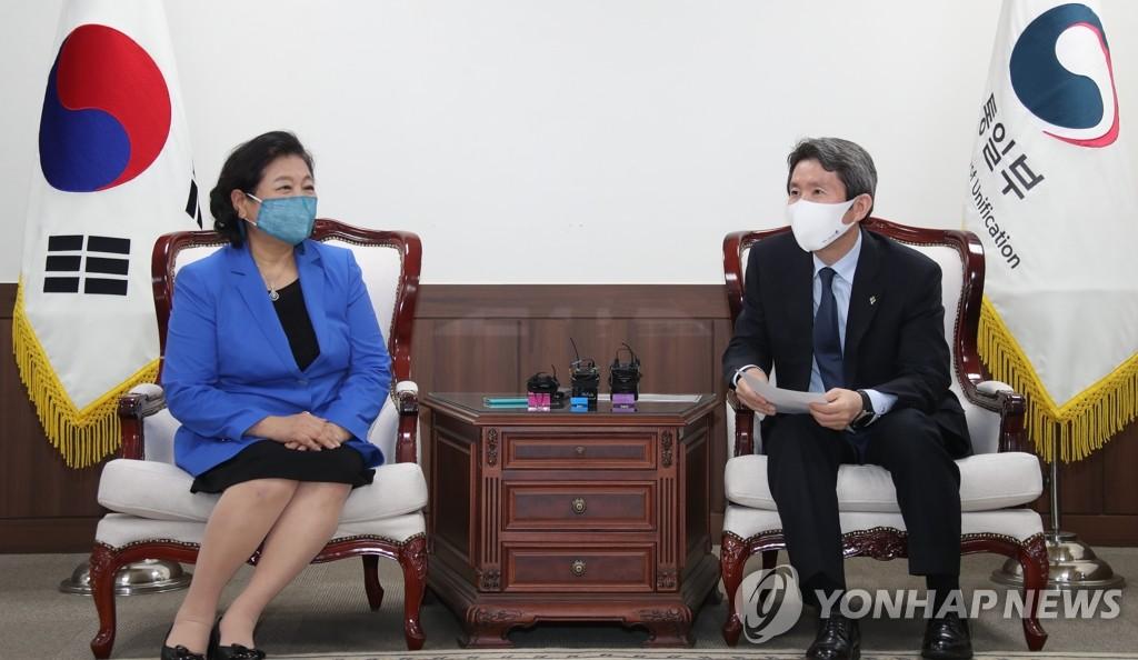 """이인영 """"금강산 개별관광 의지 분명""""…현정은 """"공동개발안 마련""""(종합)"""