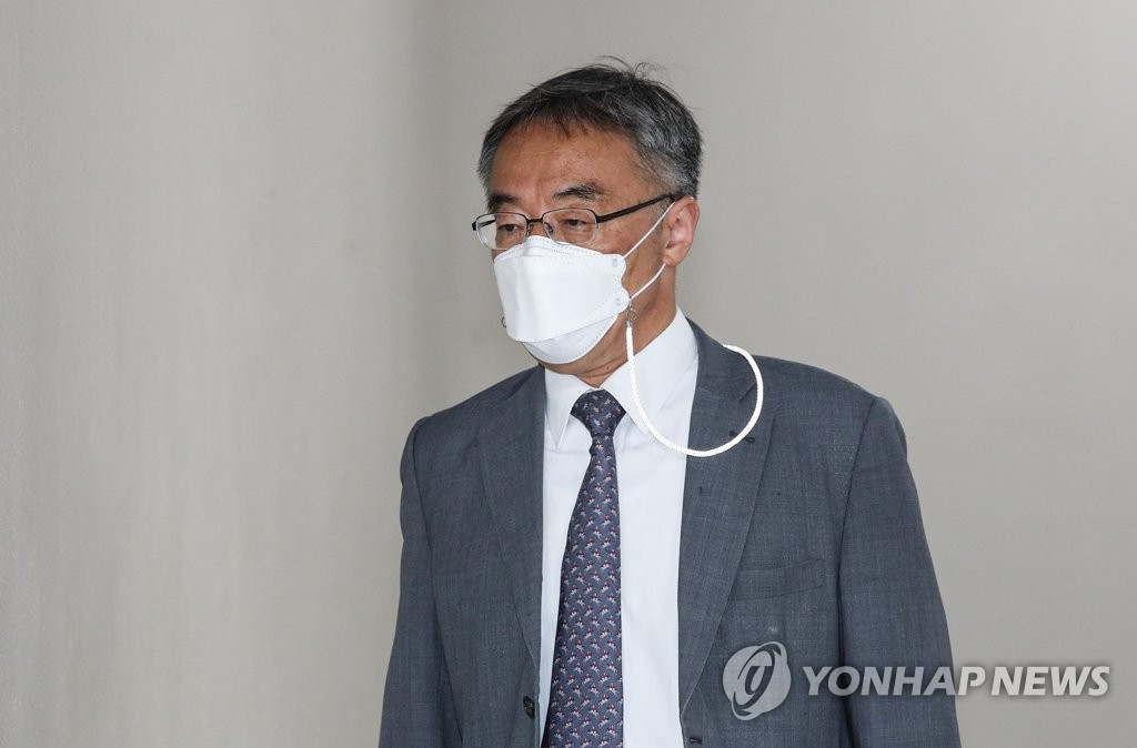 """'사법농단' 임종헌 """"증거조사 법대로""""…재판장과 설전(종합)"""