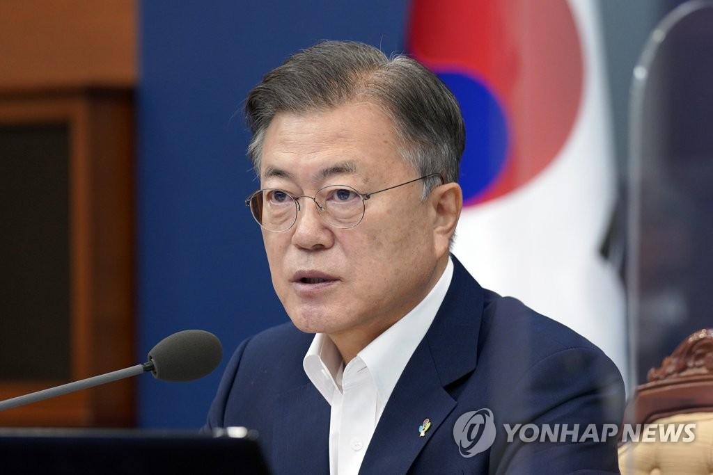 문대통령, 한국인 첫 '교황청 장관' 유흥식 대주교에 축전(종합)