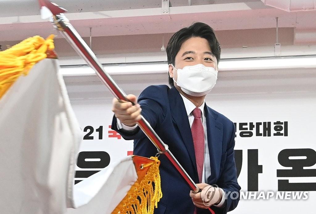 이준석號 떴다…'8월 총성' 신발끈 동여매는 국민의힘 잠룡