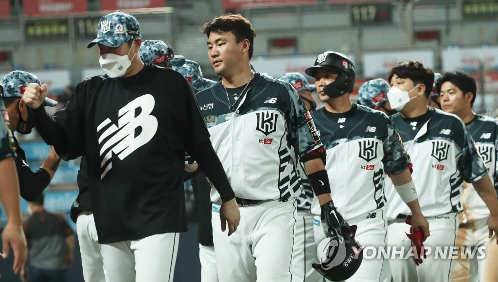 kt, 한화 꺾고 파죽의 4연승…김태훈 대타 쐐기 3점포
