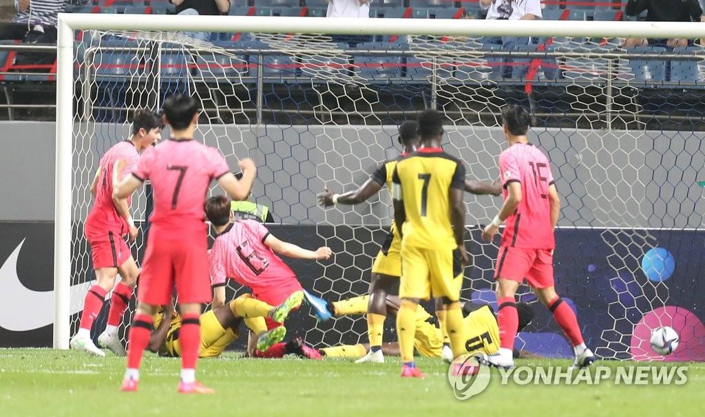 '퇴장 악재' 김학범호, 10명이 싸웠지만 가나에 3-1 승리