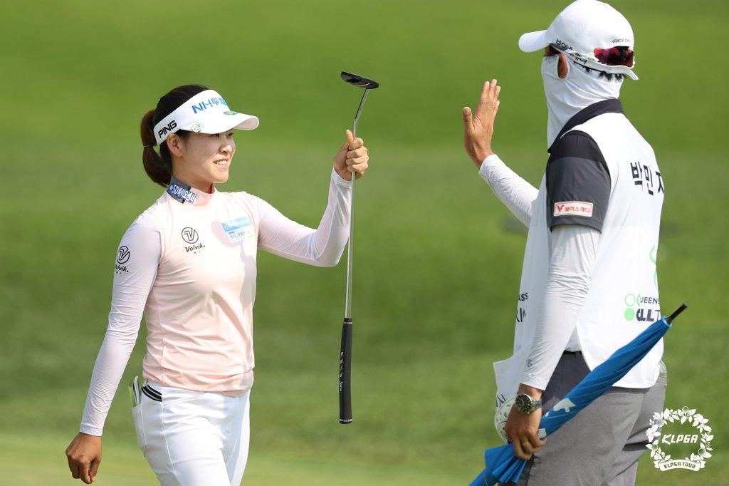 KLPGA투어 시즌 4승 박민지, 여자 골프 세계랭킹 22위