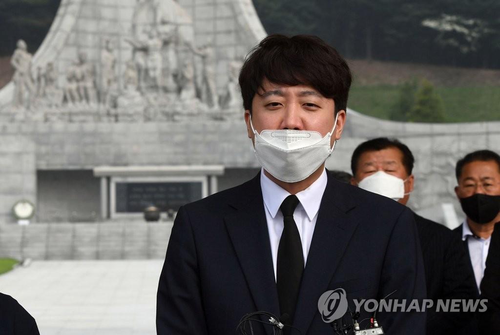 팬덤정치 3.0 진화?…이대남 커뮤니티서 발화한 '킹준석' 신드롬