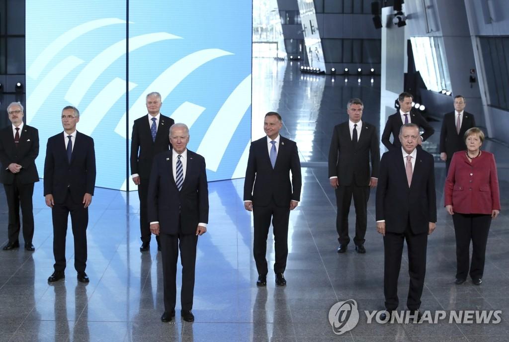 """바이든 참석 나토 대중 강경압박…""""북한 CVID·대미협상 촉구""""(종합)"""