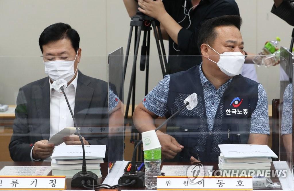 """내년 최저임금 본격 심의…""""대폭 인상"""" vs """"소상공인 한계"""""""