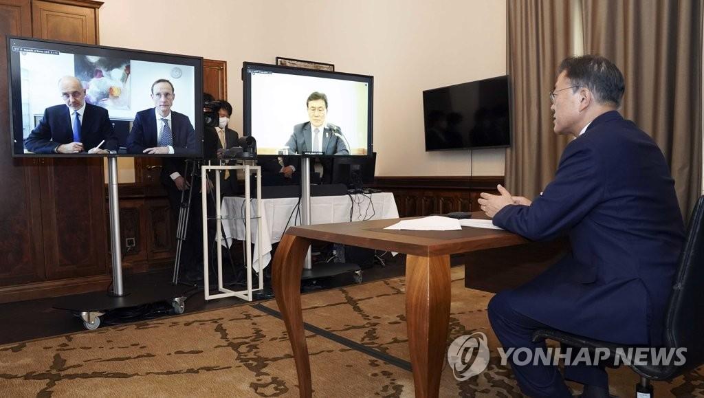 """문대통령, 큐어백 CEO에 """"아시아 생산거점을 한국으로""""(종합)"""