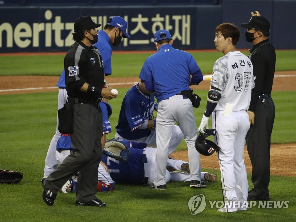 Samsung Kim Dae-woo and Doosan Yoo Jae-yu were hit by a batted ball and transferred to the hospital (comprehensive)
