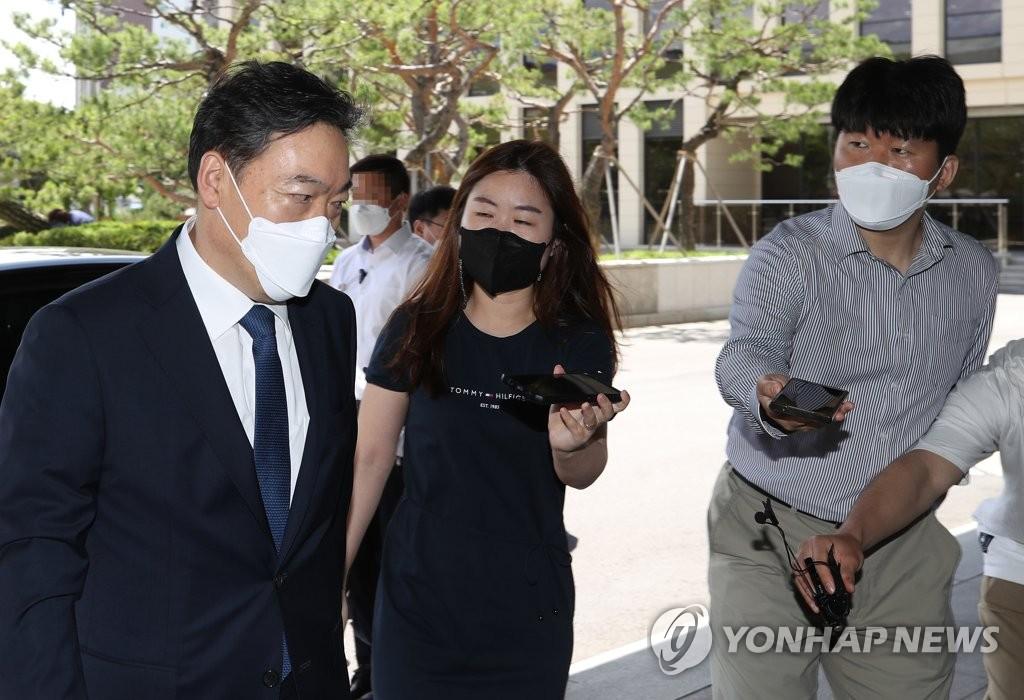 수사지휘권 복원 나선 김오수…민감사건에는 속수무책?