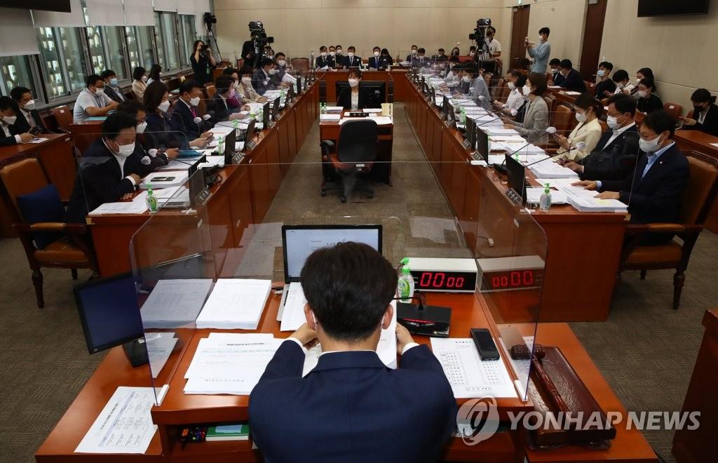 '사업주에 백신 유급휴가비 지원' 개정안 복지위 통과(종합)