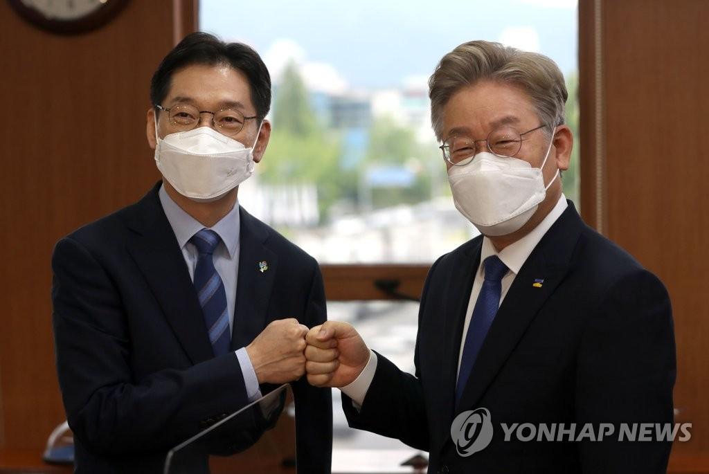 """'친문 핵심' 김경수 만난 이재명, """"부울경 메가시티 시의적절"""""""