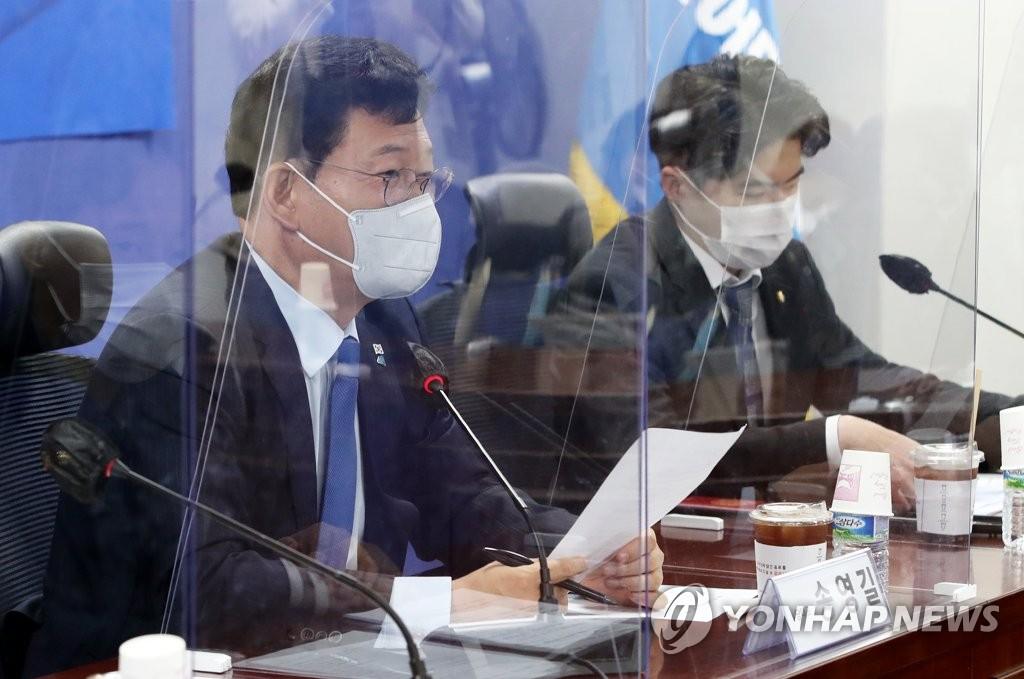 '붕괴 참사' 운전사 본능 탓? 與대표 망언에 광주 분노