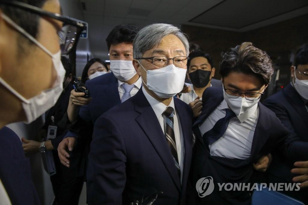 윤석열 엉거주춤한 사이…야권서 몸값 올라가는 최재형