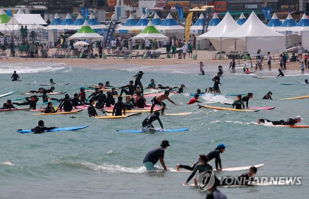 전국 해수욕장 내달 1일부터 피서객 맞이 '기대 반, 우려 반'