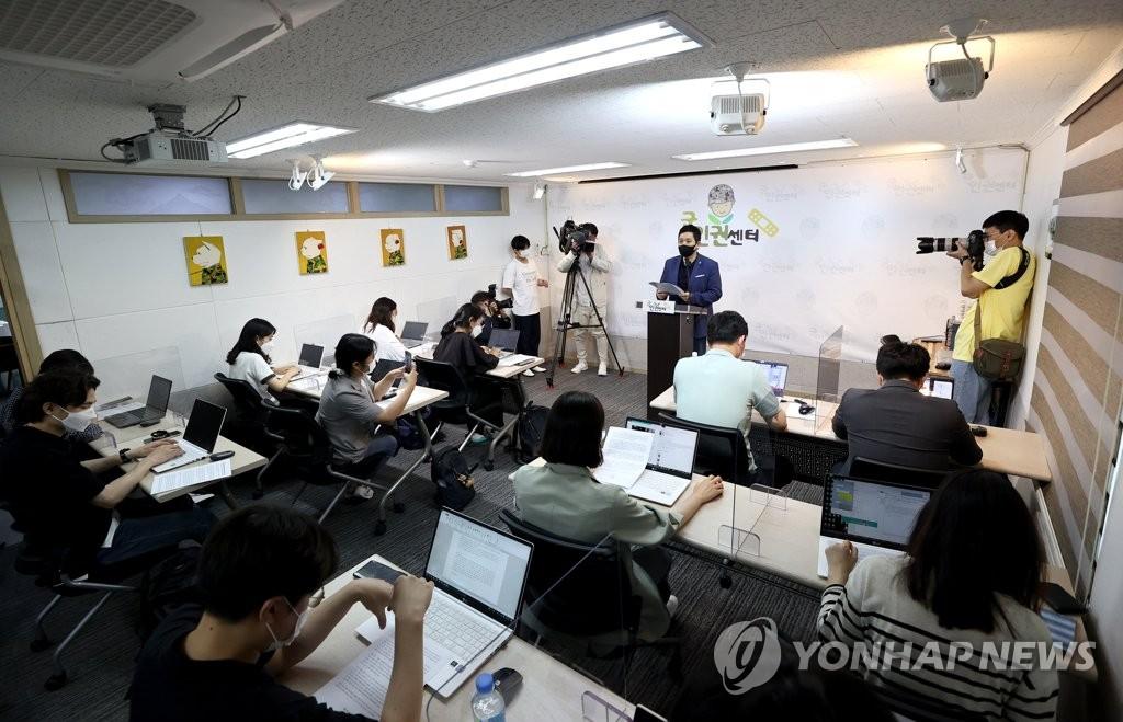 """""""공군본부 군사경찰단장, '성추행 사망' 보고 삭제 지시""""(종합)"""