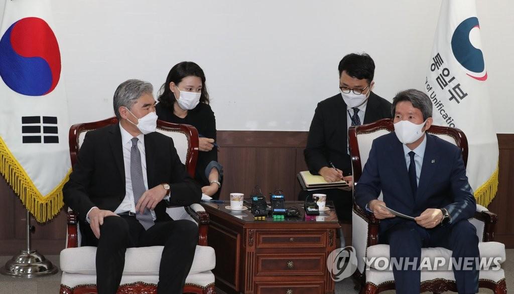 """성김, 이인영 예방…""""한미에 중요한 시점…남북협력 강력 지지"""""""