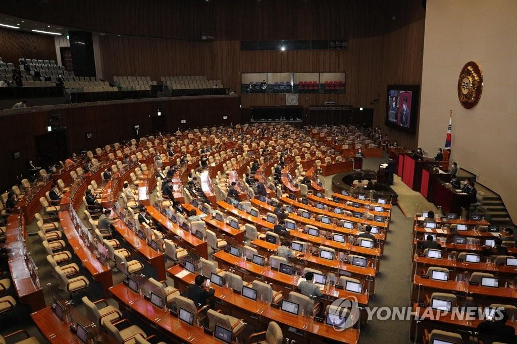 국회 대정부질문 마지막날…'코로나 대응' 공방 지속