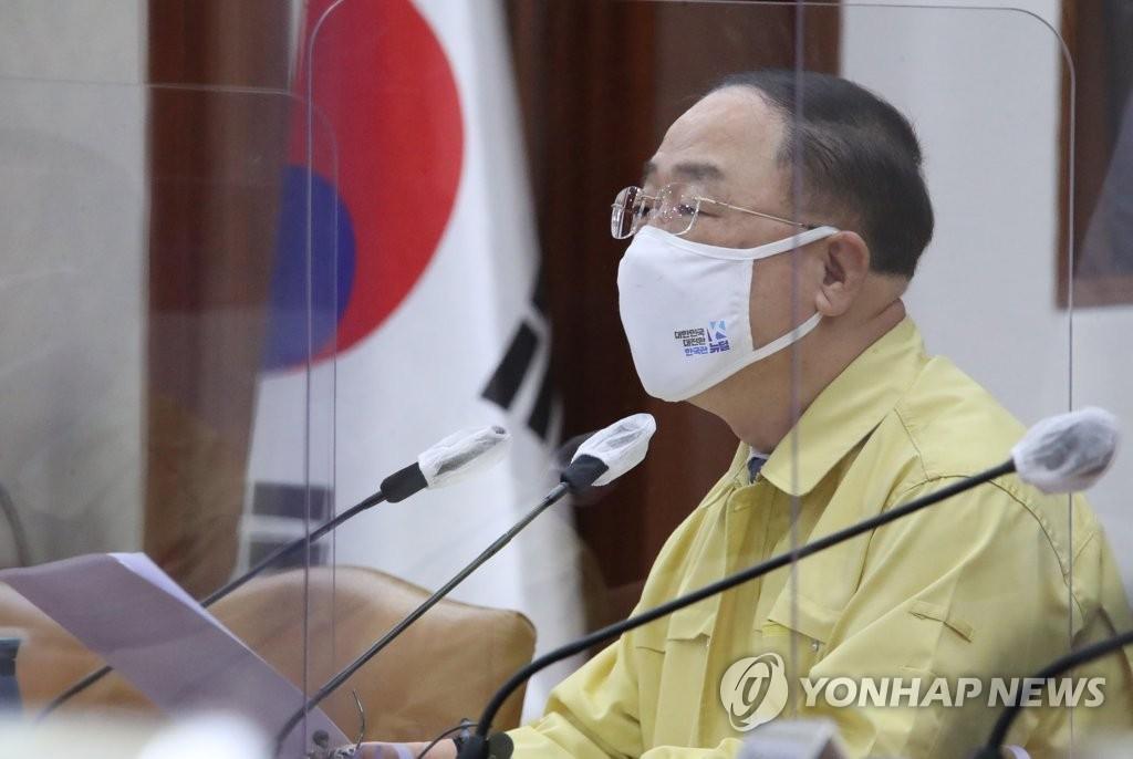 """홍남기 """"52시간제 적용 지방기업에 외국인력 우선 배정"""""""