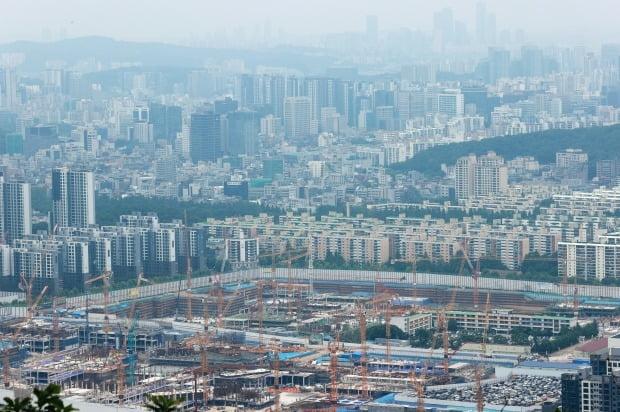 서울 대모산 전망대에서 바라본 강남구 개포동 일대 재건축 단지와 아파트. /연합뉴스