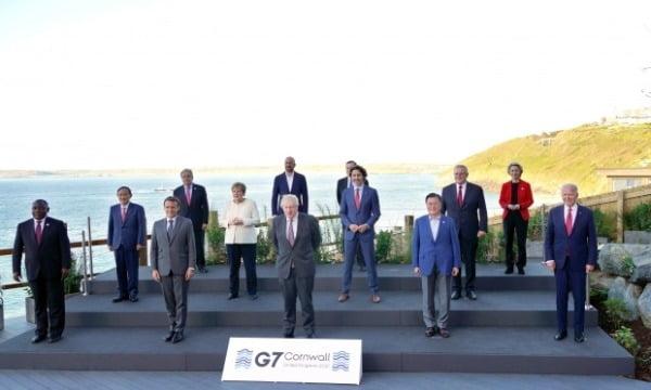 문 대통령, G7 정상과 기념촬영 (사진=연합뉴스)
