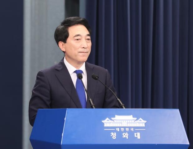 브리핑하는 박수현 국민소통수석/사진=연합뉴스