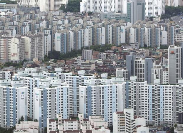 서울 여의도 63전망대에서 바라본 아파트 밀집지역 전경. /뉴스1