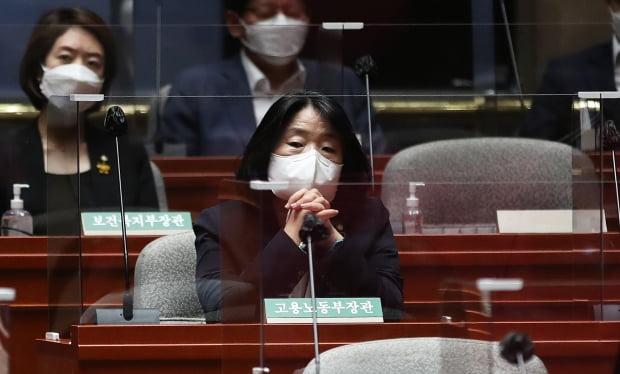 윤미향 더불어민주당 의원이 22일 오전 서울 여의도 국회에서 열린 의원총회에 참석했다. /사진=뉴스1