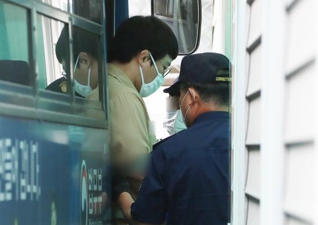 법정 향하는 미성년자 성폭행 혐의 왕기춘. 사진=연합뉴스