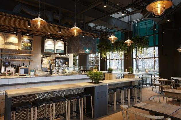 SPC삼립의 샐러드 브랜드 '피그인더가든'의 오프라인 점포.  SPC삼립은 점포 출점과 함께 온라인 마켓 등을 통한 샐러드 상품 판매에 주력하고 있다.