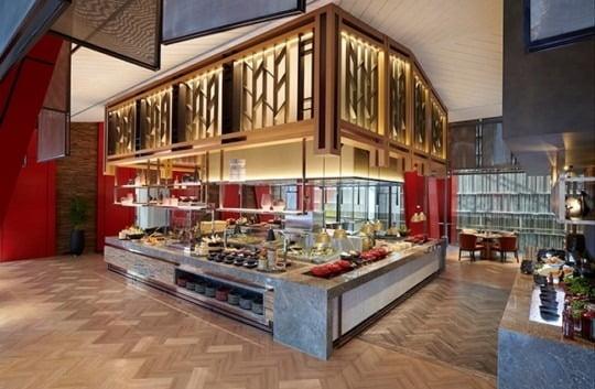 페어몬트 서울의 뷔페 레스토랑 스펙트럼. 기존 호텔 뷔페 레스토랑의 경험을 한 단계 더 높이겠다는 목표로 최상급 식재료를 사용한 음식들을 선보이며 운영 중이다.